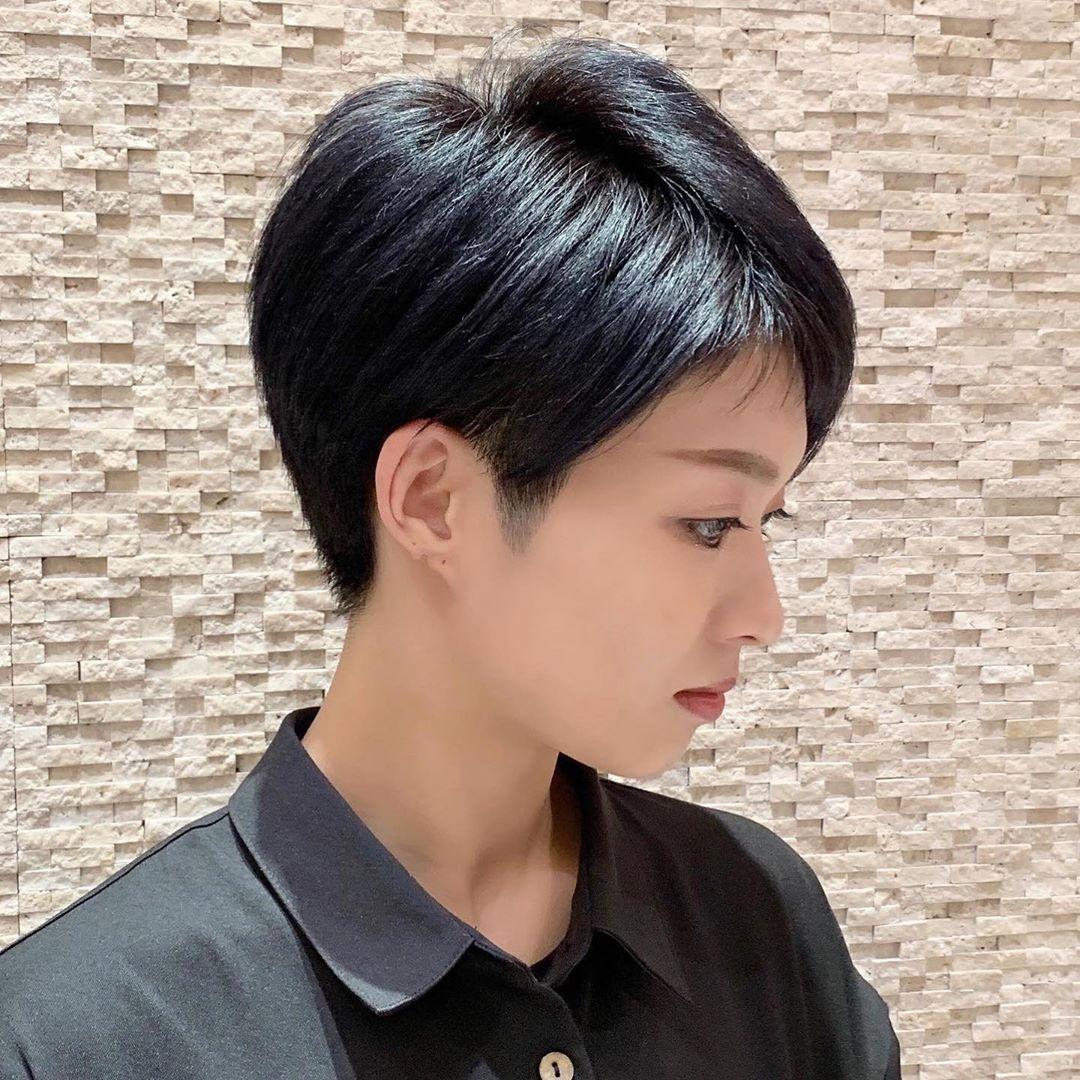 ベリーショート ショート職人 石井優弥はinstagramを利用しています 暗髪ベリーショート メンズライクになりやすいベリーショートは 顔 まわり もみあげ 襟足と沢山の こだわり のあるカットで女性らしさを 横顔姿の程よい丸みが 女性らしさ