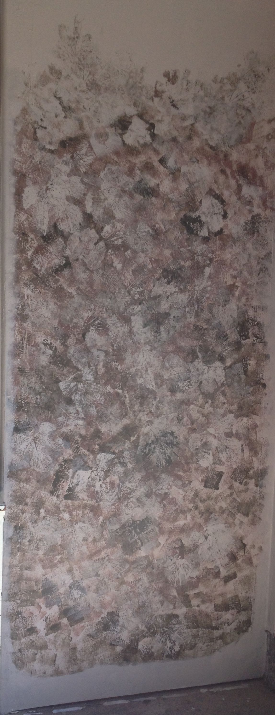 Grape Leaves Used Over Sponge Painting To Create A Wall To
