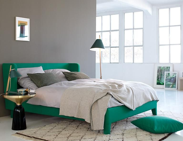 green queen bed stylish headboard look black and golden side stand - farbe fürs schlafzimmer