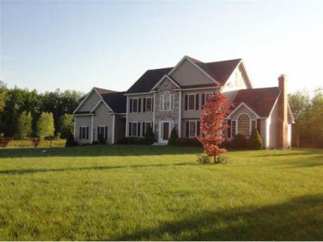 Find this home on Realtor.com  I WANT THIS HOUSEEE :)