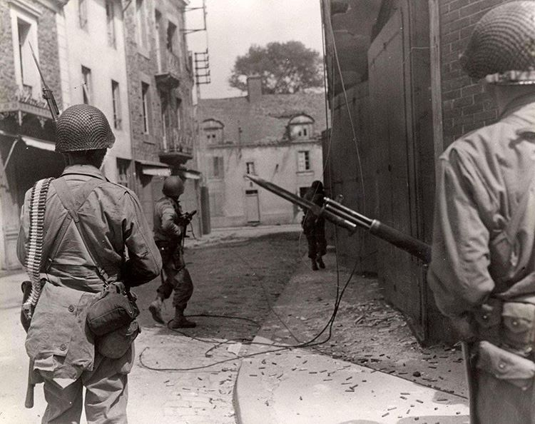 U s soldiers on patrol in saint malo france in august - French div 2 ...