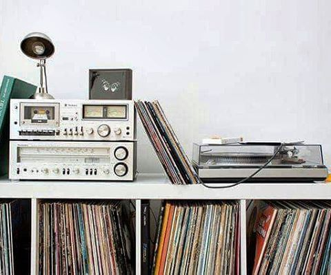 turntable home schallplatten regal schallplatten und. Black Bedroom Furniture Sets. Home Design Ideas