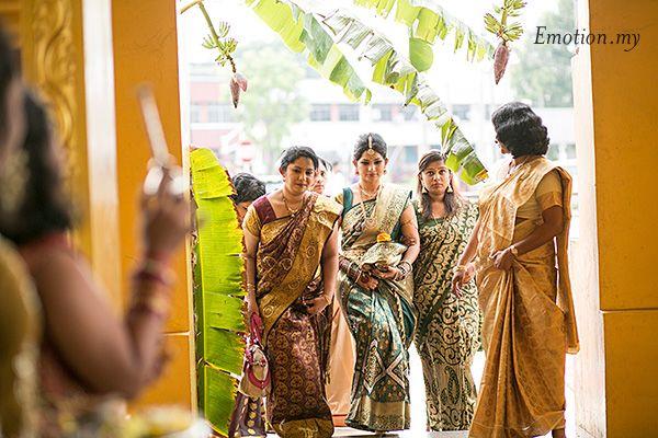 Tamil Hindu Wedding Ceremony: Prakash + Shailaja: http://www.emotioninpictures.com/tamil-hindu-wedding-ceremony-prakash-shailaja