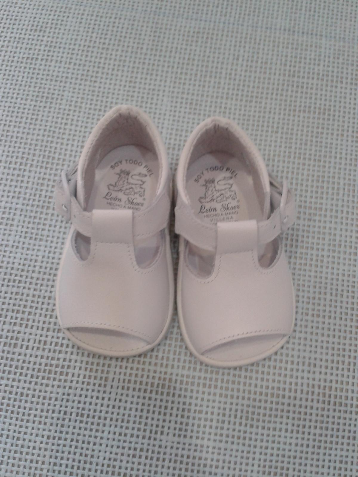 a5b8a4f42ad Sandalia bebe niño piel blanca