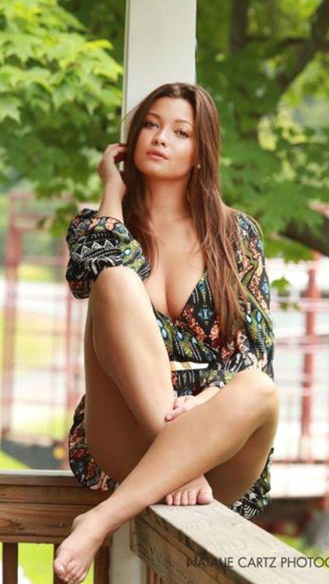 Pretty babe in sexy lingerie masturbating