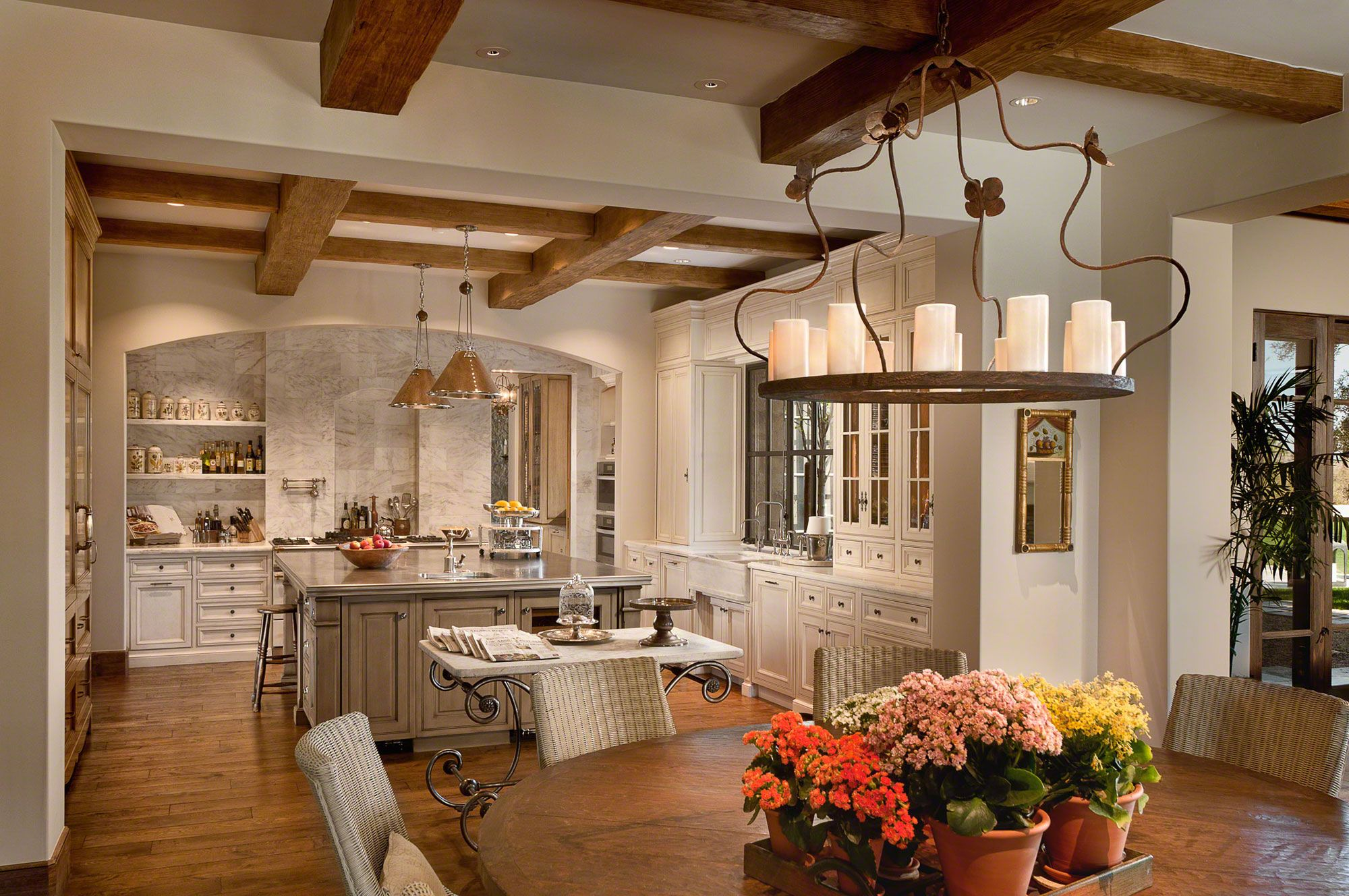 Best The Beams In This Beautiful Kitchen Bring A Great Dynamic 400 x 300