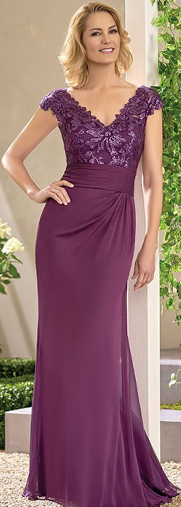 Elegant Chiffon V-neck Neckline Sheath Mother Of The Bride Dresses With Lace Appliques