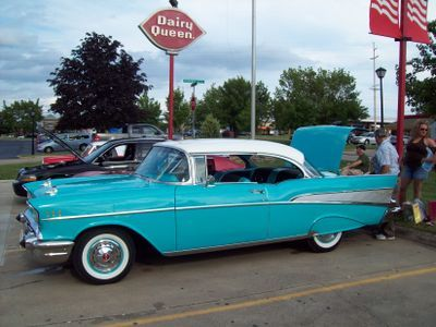The 1957 Bel Air With Its Tail Finned Rear Quarter Panels And Available Powerful Small Block V 8 Is Probably The Single Best Know Old American Cars Chevy Car