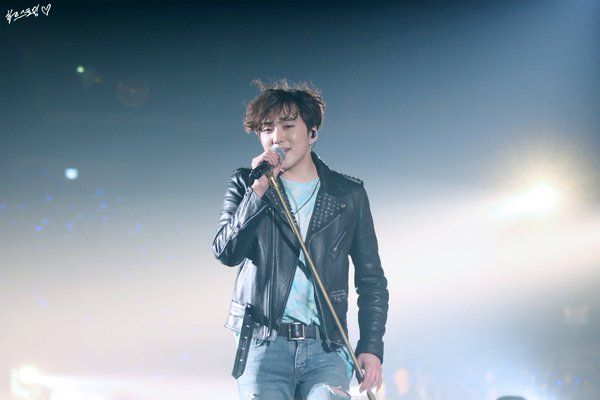 """하트스토밍♥_♥ on Twitter: """"160312 #위너 #EXITTOURINSEOUL 쳐다보면서 걸어오시면.. 네.. #강승윤 #seungyoon  https://t.co/s8F9FnXElb"""""""