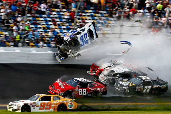 Last Lap Crash In Nascar Race Injures Fans Nascar Daytona