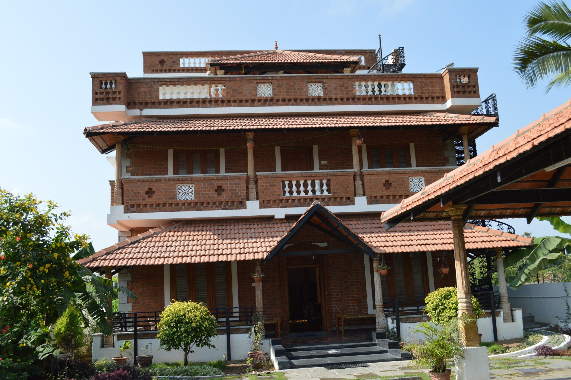 The house is Fully Furnished and has 7 bedrooms (7 BHK) 7
