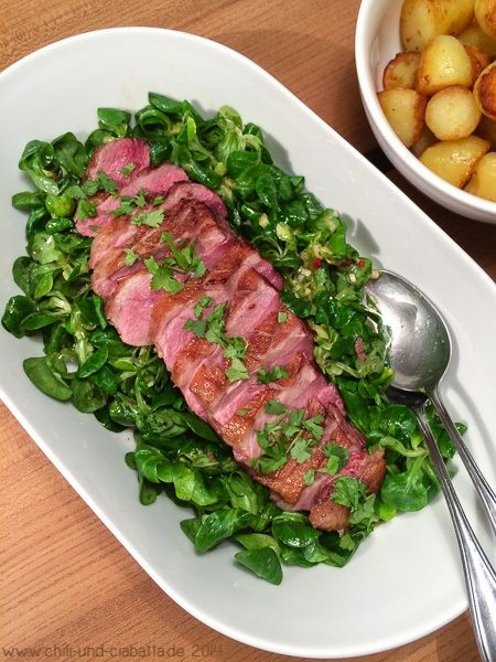 Knusprige Entenbrust Auf Scharfem Asia Feldsalat Food Cooking Ciabatta