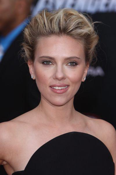 Scarlett Johansson Con Un Recogido Con Tupe Peinados Pinterest - Recogidos-con-tupe