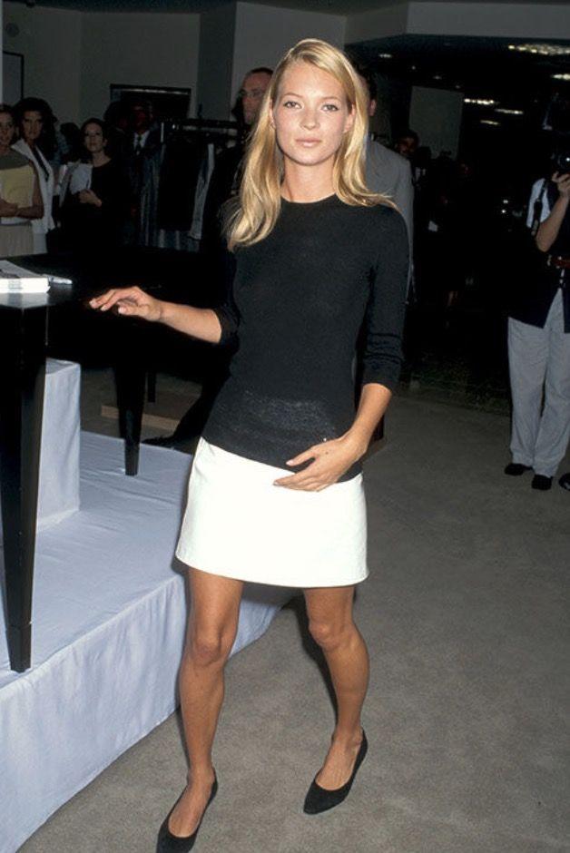 Stilikone Kate Moss wird 45 und wir zeigen ihre schönsten Looks von den 90ern bis heute #stilikonen #katemoss #90ies #styleicon #style #fashion #eternallooks #couplegoals #fashionicon #classiclooks