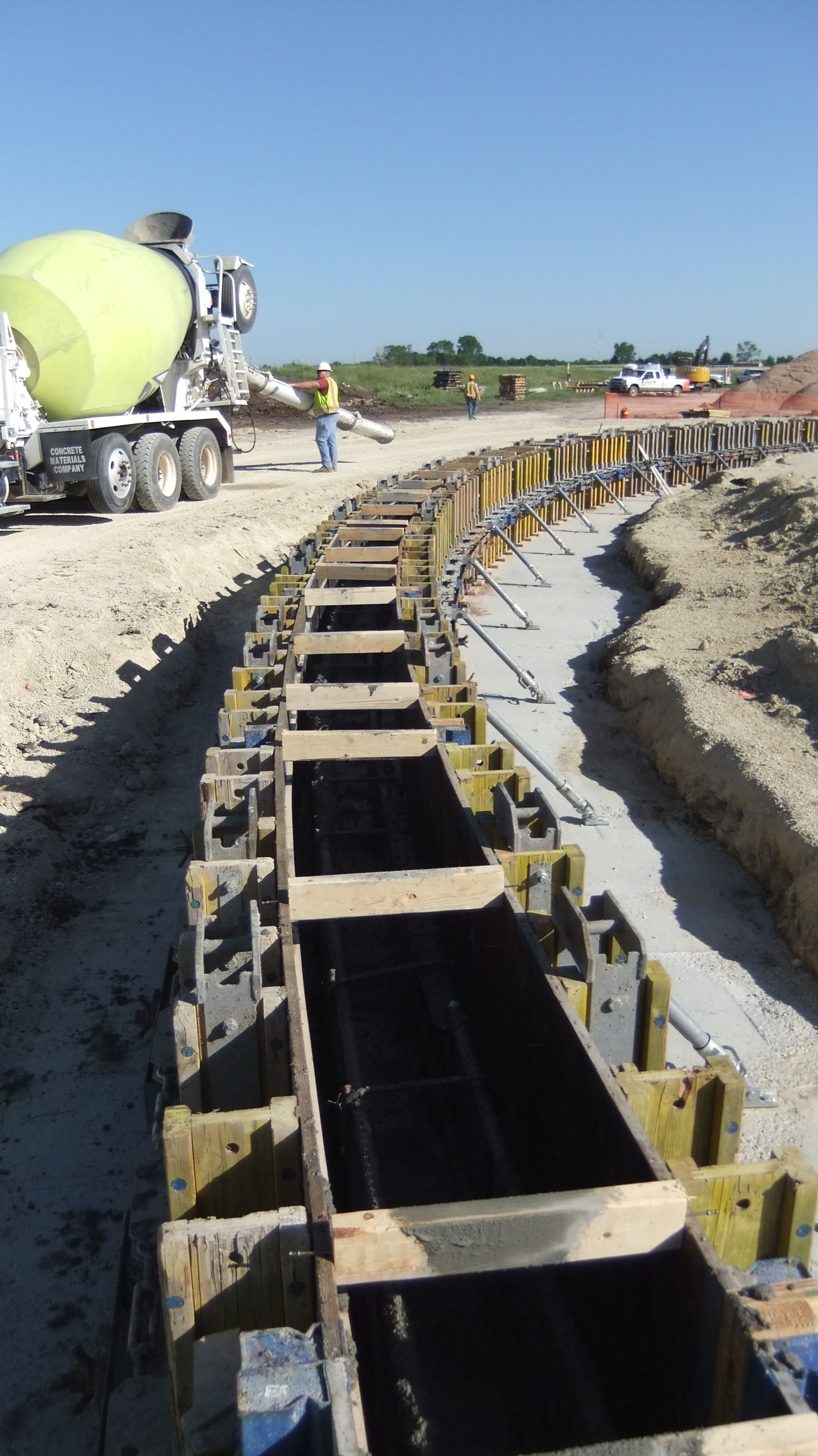 King Enterprise Group Uses Doka Www Dokausa Com Forms To Create The Concrete Base Of The Tank Ring Concrete Structure Building Foundation Construction Safety