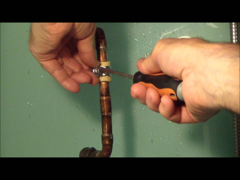 Fuite D Eau Reparee En Urgence Sans Couper L Eau Ou Le Comp Mens Bracelet Diy