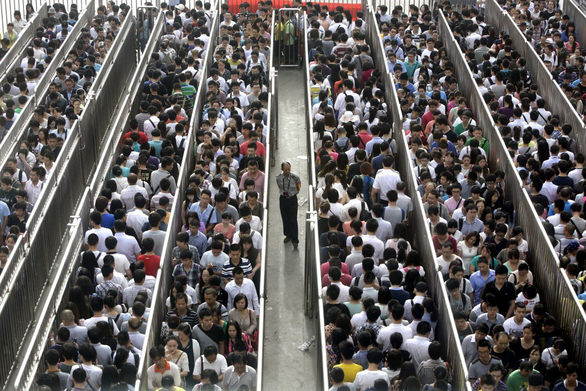 Photos That Will Make You Grateful For Your Commute Rush Hour - 20 photos that show just how insanely overcrowded china is