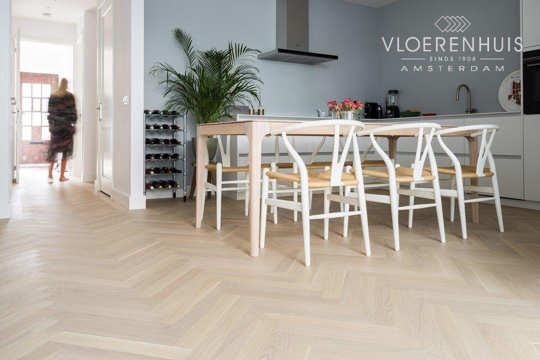 Visgraat Vloer Keuken : Hout in de keuken deze visgraatvloer is mat gelakt met een skylt