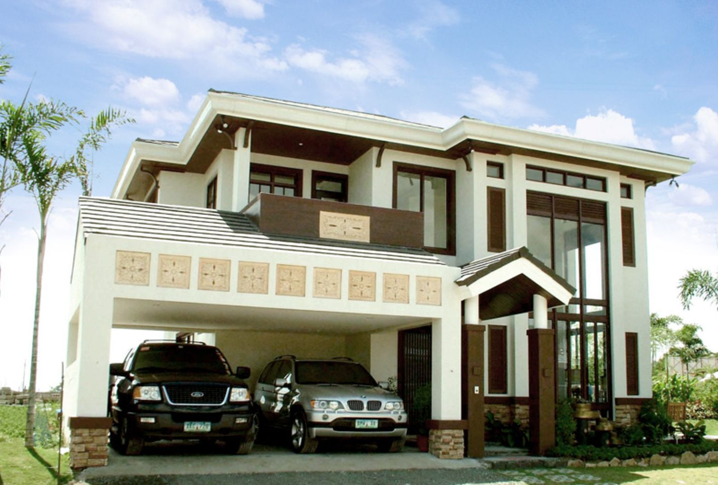Modelo de casa de dos pisos con garaje grande for Modelos de garajes