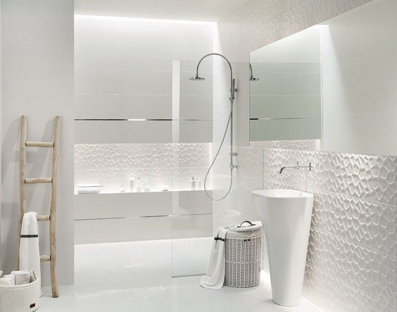 Modernes Badezimmer Komplett In Weiss Gestaltet Badezimmer Ideen
