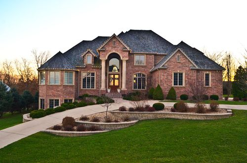 Amaze This Home Is Gorgeous We Have A Lot Of Similar Homes Here In Wichita Ks Dream House Exterior Mansions Dream Home Design