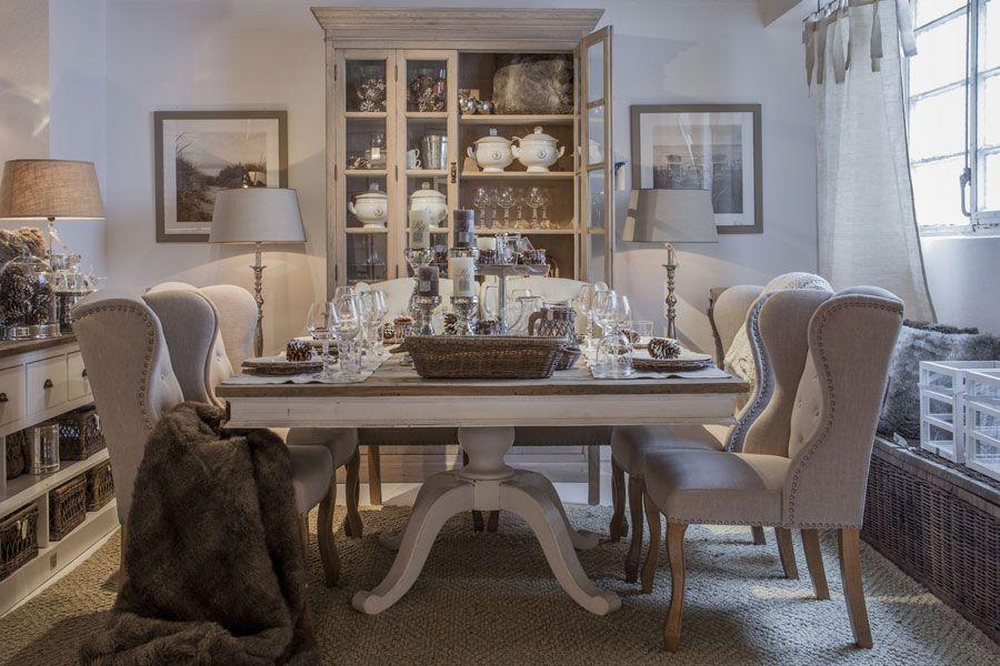 esstisch 150 x 150 ich liebe den gro en esstisch die st hle die vitrine alles riviera. Black Bedroom Furniture Sets. Home Design Ideas