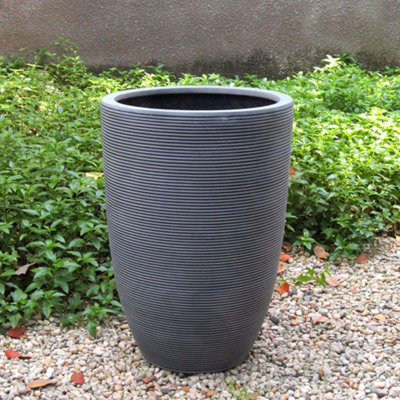 Pot De Fleurs Rond Haut Fibre De Pierre Gris Cotele Decoclico Jardin Pot De Fleurs Fleurs Rondes Jardiniere Haute