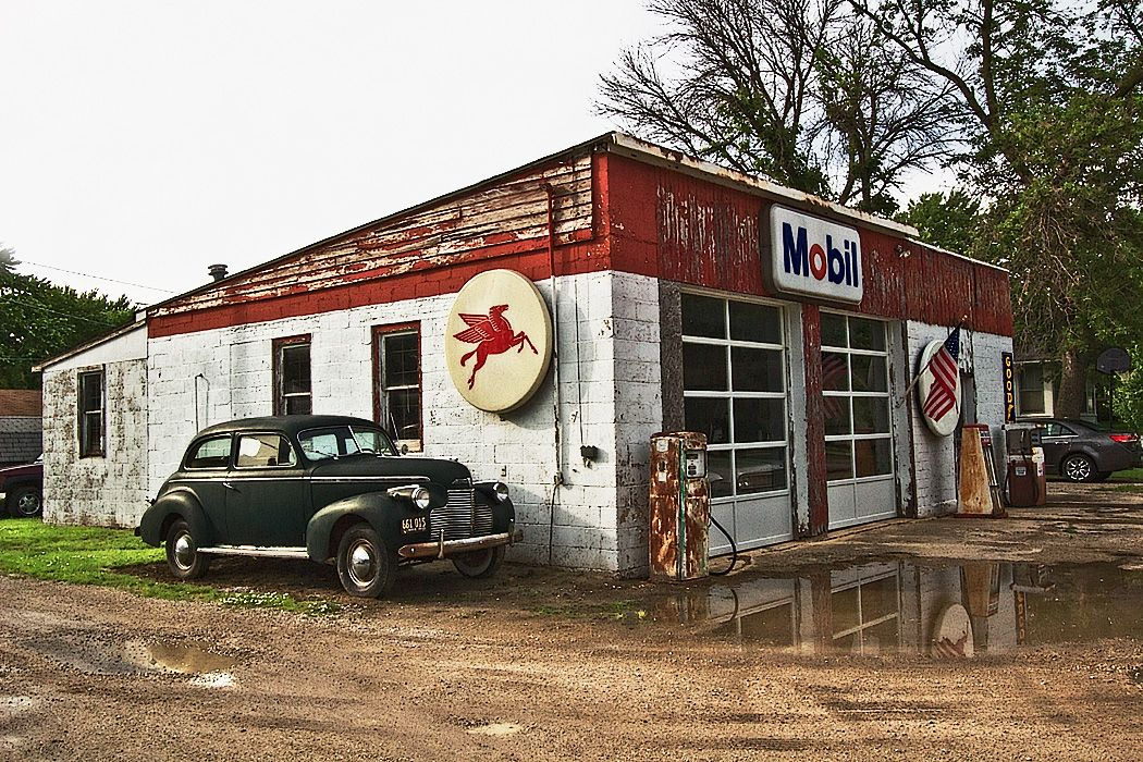 PHOTO Old Service Station on Route 66 in Odell, Illinois