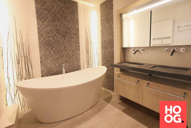 Luxe badkamer met ronde badkuip | badkamer ideeën | design ...