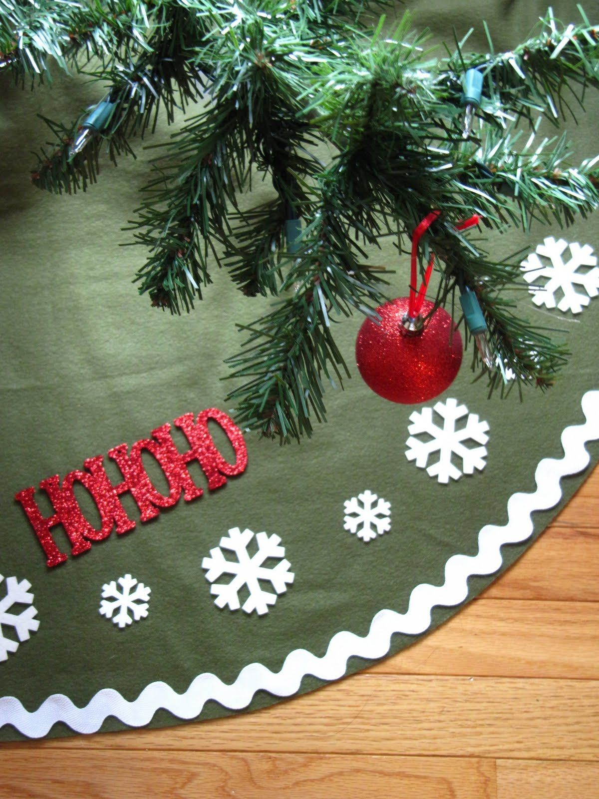 Sew Many Ways...: Tool Time Tuesday...No Sew Tree Skirt for $2.50 ...