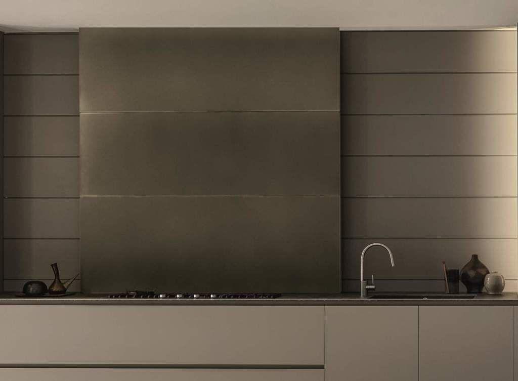 Rame, ottone, acciaio e alluminio per cucine scintillanti ...