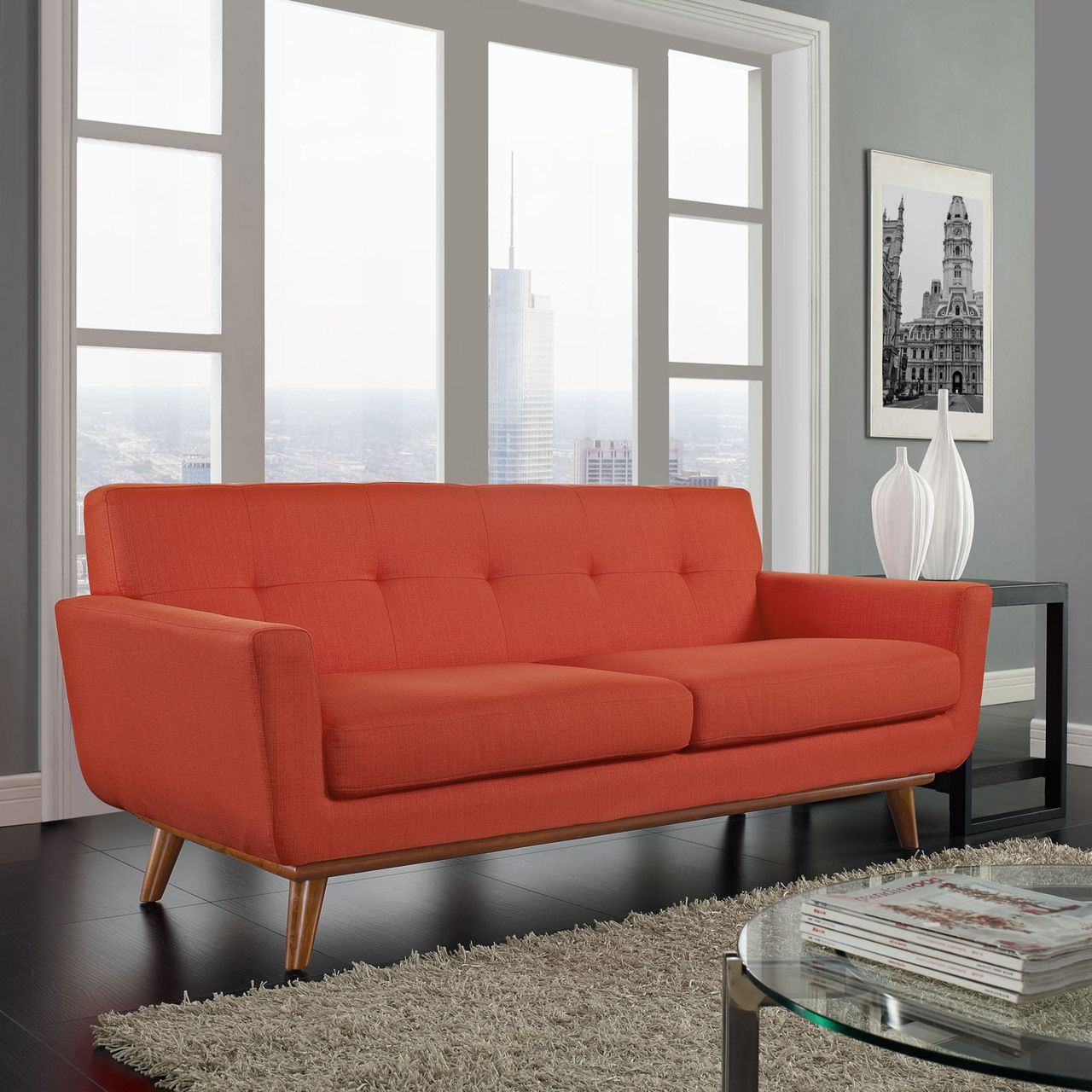 Modern Chic Red Couch Take A Look At This Elegant Living Room Sofa It Is Inspired By Scandinavian Design And Unlike What You May Think It Is Incred Con Immagini Arredamento