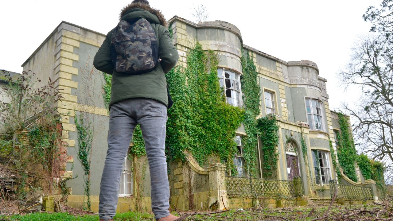 Abandoned house in Scotland, which stands untouched for about 30 years 41