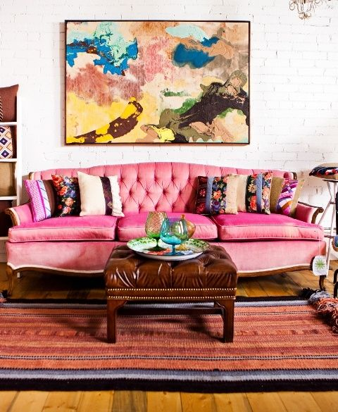 VINTAGE Urban Living Room with fabuloso pink sofa ... gorgeous ...