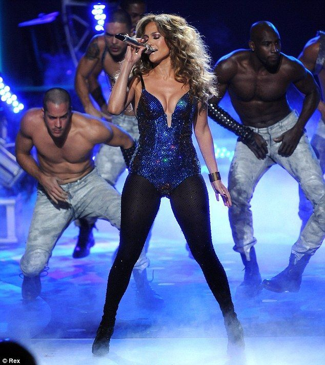 , Who are you trying to convince? J-Lo engages in cringeworthy PDA with boy-toy Casper Smart during American Idol performance,#casper #convince #CringeW…, My Pop Star Kda Blog, My Pop Star Kda Blog