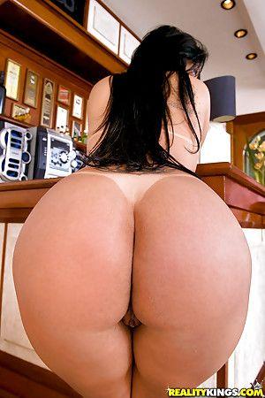 Bubble Butt Milfs
