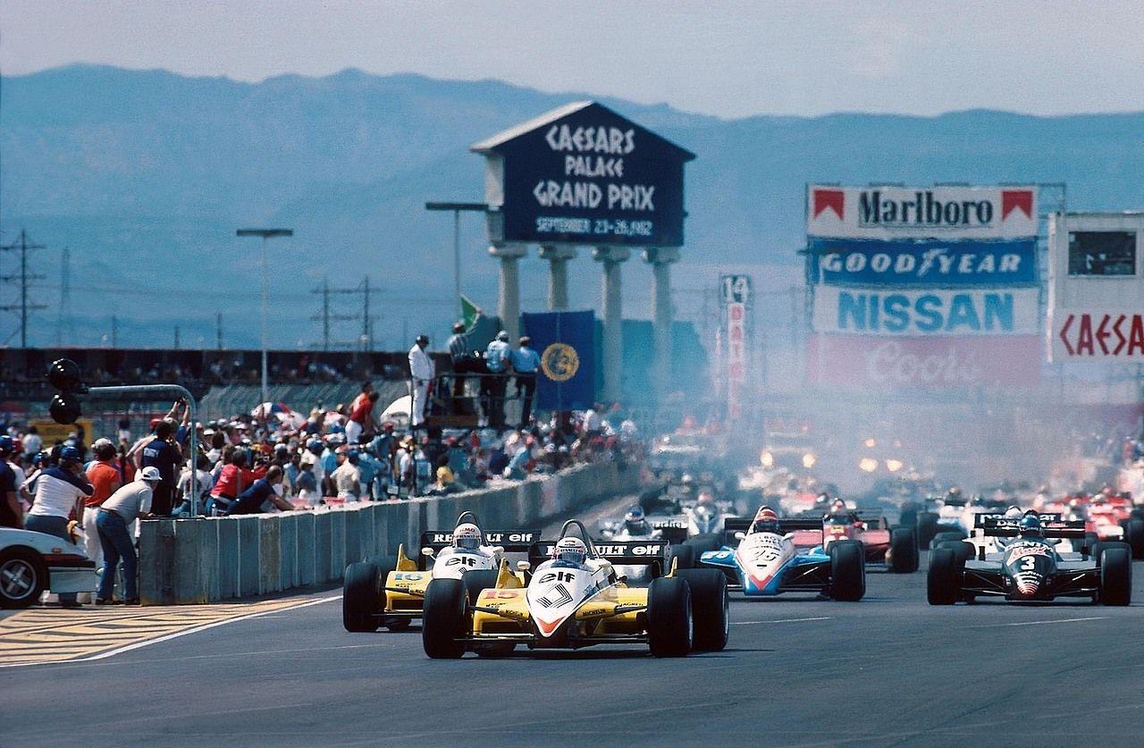 Départ du Grand Prix de Las Vegas - Circuit urbain du Caesars Palace - 1982 - A.Prost & R.Arnoux (Renault) / E.Cheever 3ème (Ligier-Matra) / M.Alboreto vainqueur (Tyrrell-Ford) - Formula 1 HIGH RES...