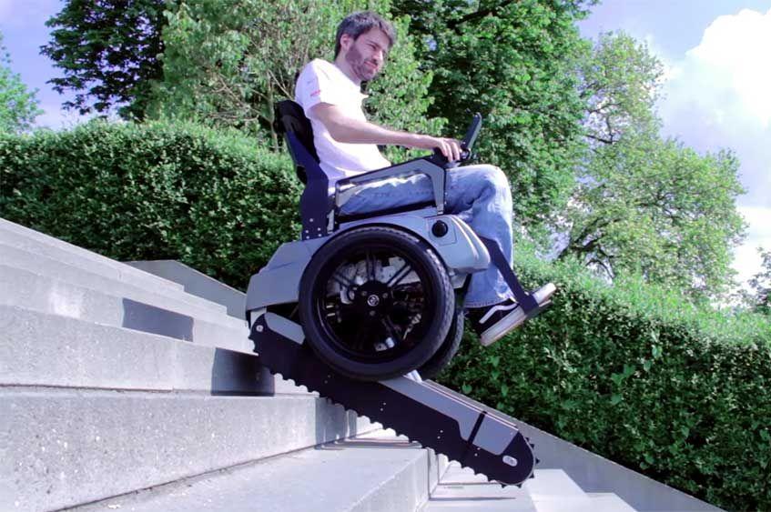 Una silla el ctrica capaz de subir y bajar escaleras for Sillas para subir y bajar escaleras
