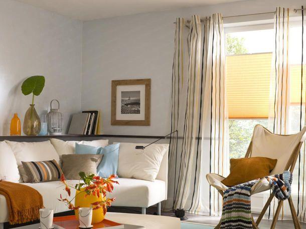 Wohnzimmer in Orange, Braun und Teakholz