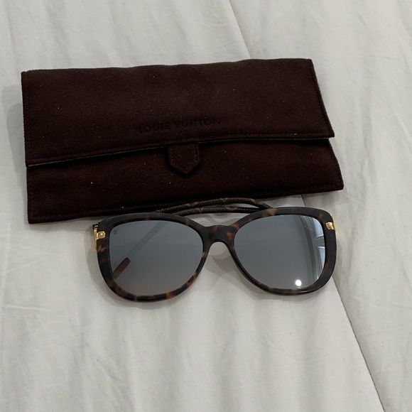 94f93a267469 Louis Vuitton Sunglasses Louis Vuitton Charlotte Sunglasses. Pre-owned.  Case included. Smoke and pet free home. Louis Vuitton Accessories Sunglasses