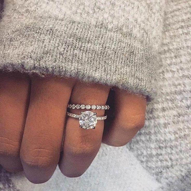 Photo of Hermosos anillos de compromiso que se destacan entre la multitud: corte redondo, anillo de compromiso …