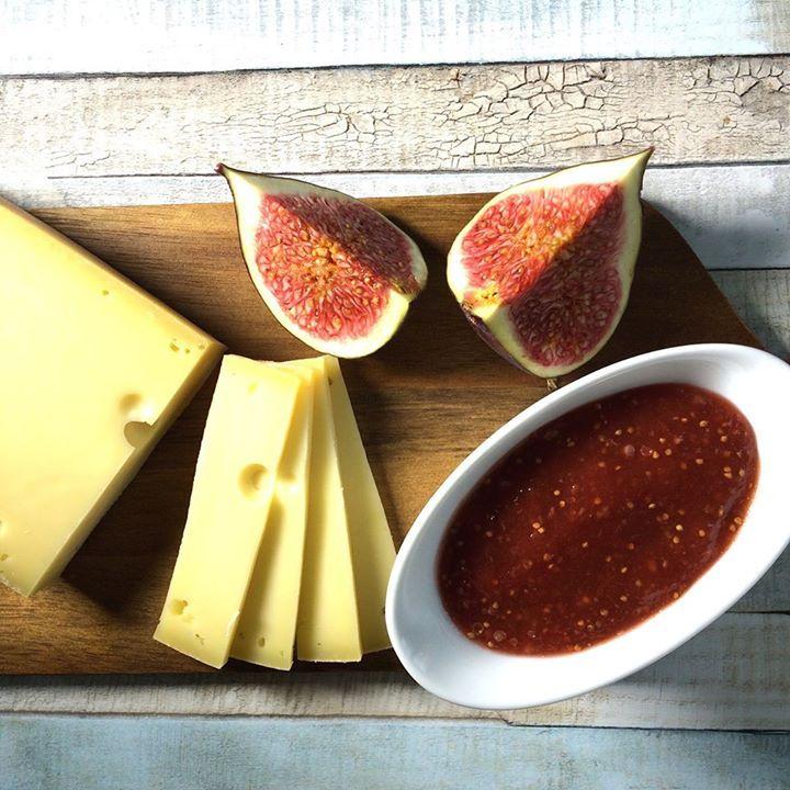 Darf bei keiner Käseplatte fehlen - selbstgemachter Feigensenf. http://ift.tt/2cVMpZ1 - http://ift.tt/1Ku8h61