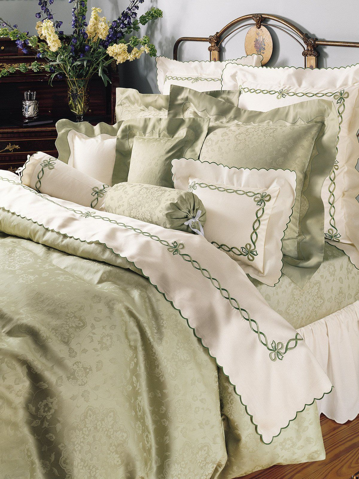 Luxe Bedspreien Pin By Jane Hanna On Beds Bedrooms Snuggle Up