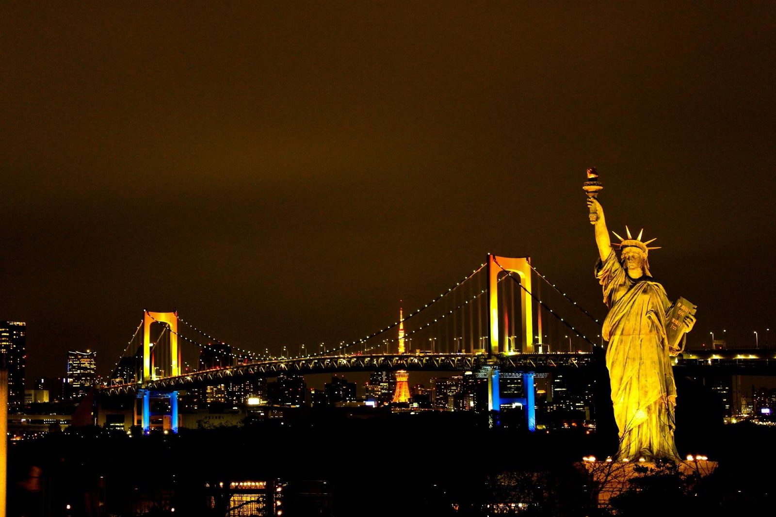 Statue Of Liberty At Night Hd Picture And Wallpaper Arte