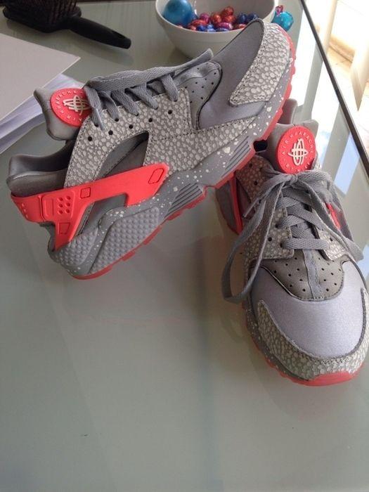 Women s Shoes Sneakers · Nike Huarache grau weiß lachs - kleiderkreisel.de aa22c2f3c9