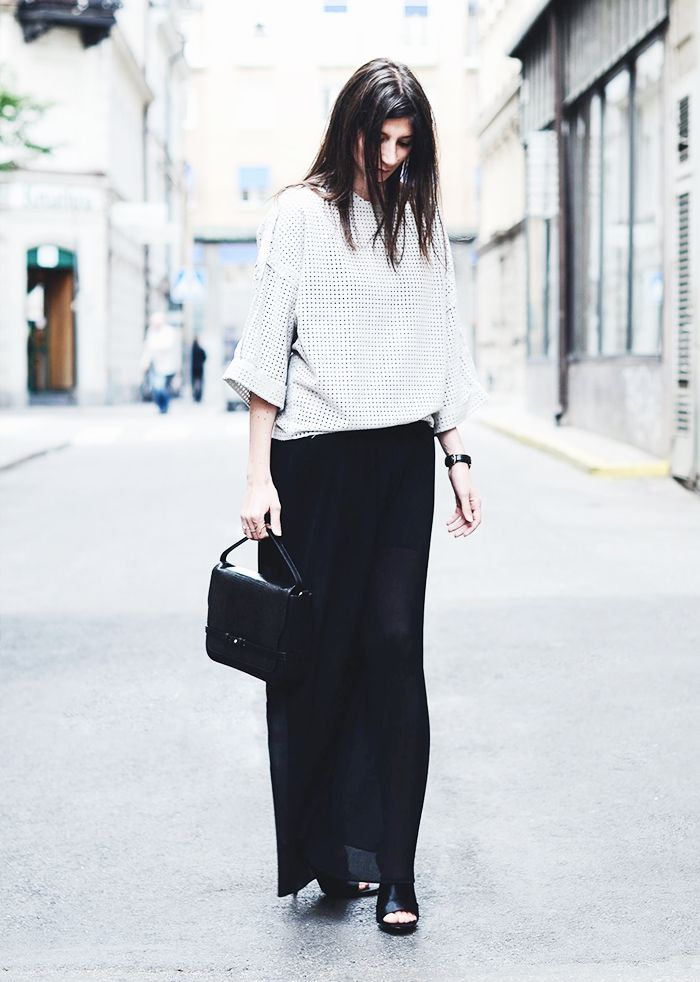 Black maxi skirt and white boxy top. // #StreetStyle