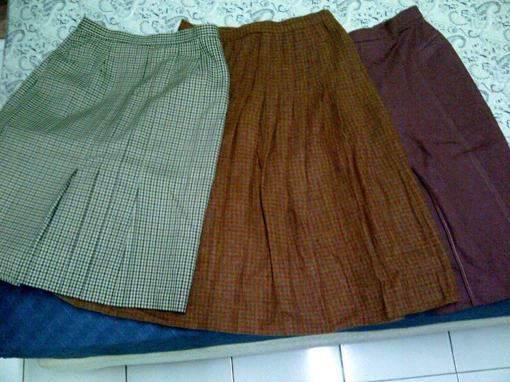 """Vintage Skirt"" Beruntung si aku, ketemu rok-rok dari alm. Nenekku.. Masih muat di aku.."