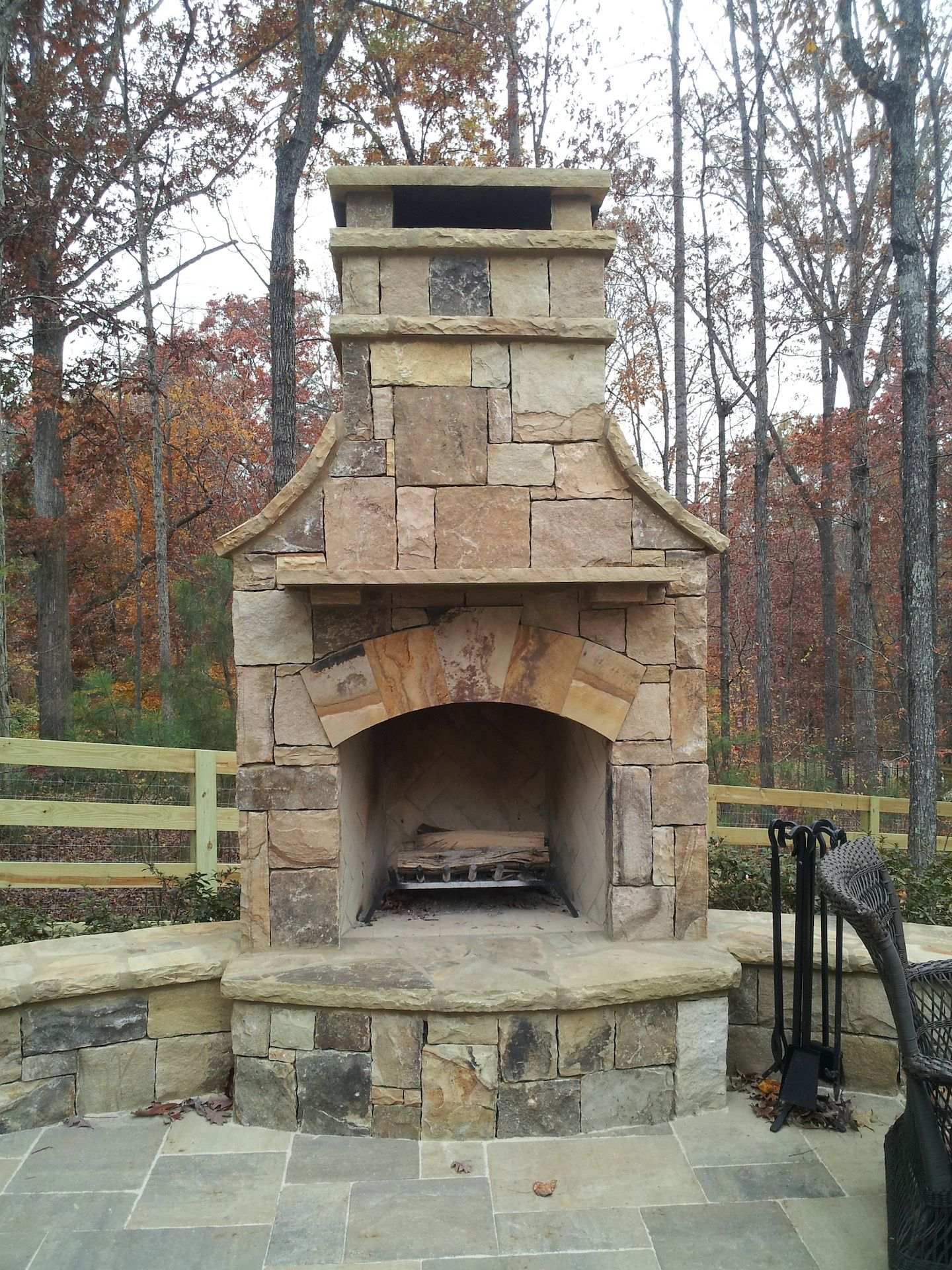 Cheminee Outdoor Outdoor Stone Fireplace With Hearth And Seating Wall