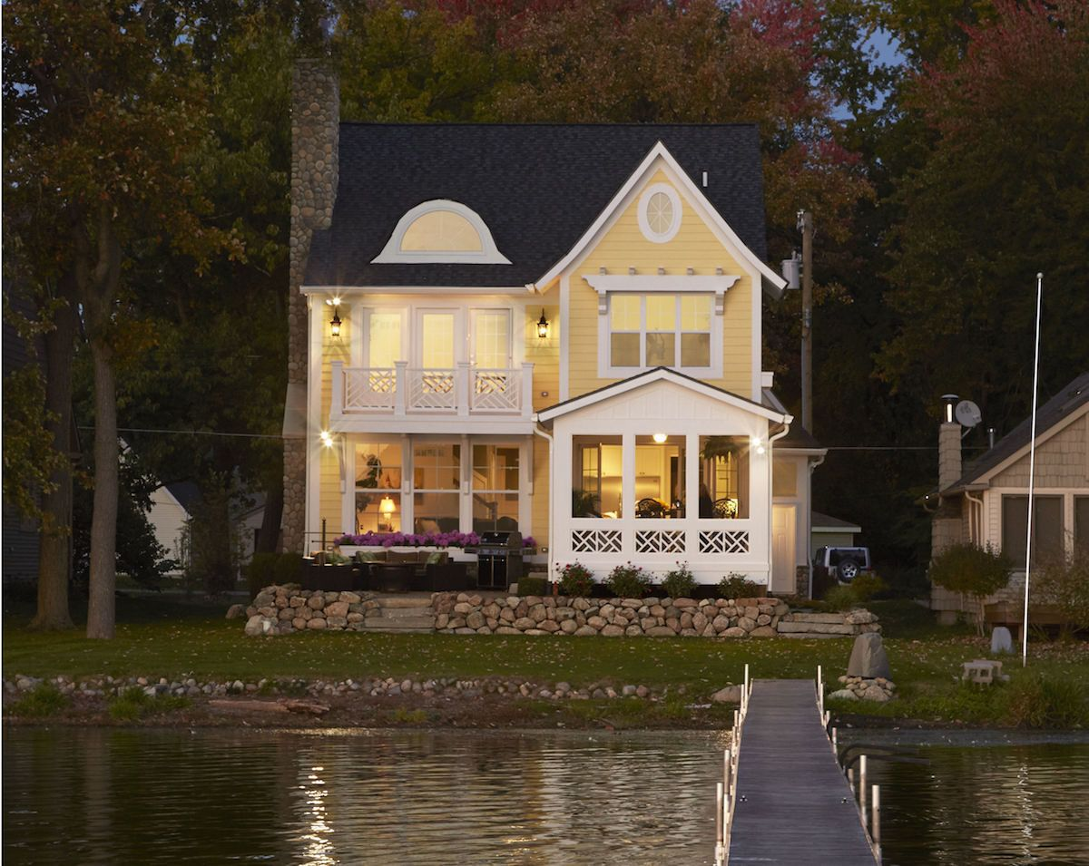 House Plans For Narrow Lots On Waterfront Lakefront Homes Lake House Plans Waterfront Homes
