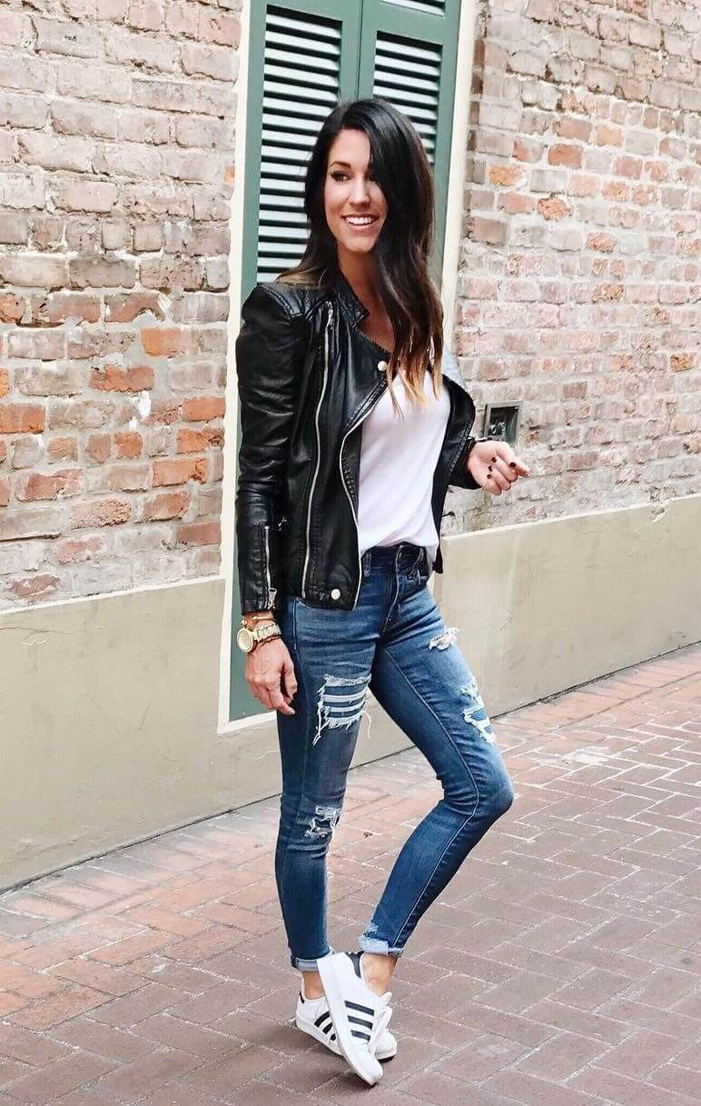 79e9eace81c853 25 Ripped Jeans Outfits That Prove Denim Is Here to Stay - Ripped Jeans  Outfits For Fall  jeans  rippedjeans  womenoutfits  jeansoutfits